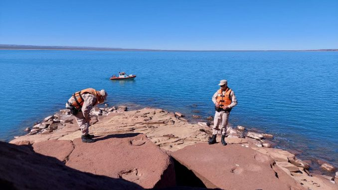 Officers patrolling the Ezequiel Ramos Mexia Reservoir on the Argentinean side of Patagonia found the prehistoric footprints of a bipedal dinosaur that lived in the area. (Argentine Naval Prefecture/Zenger)